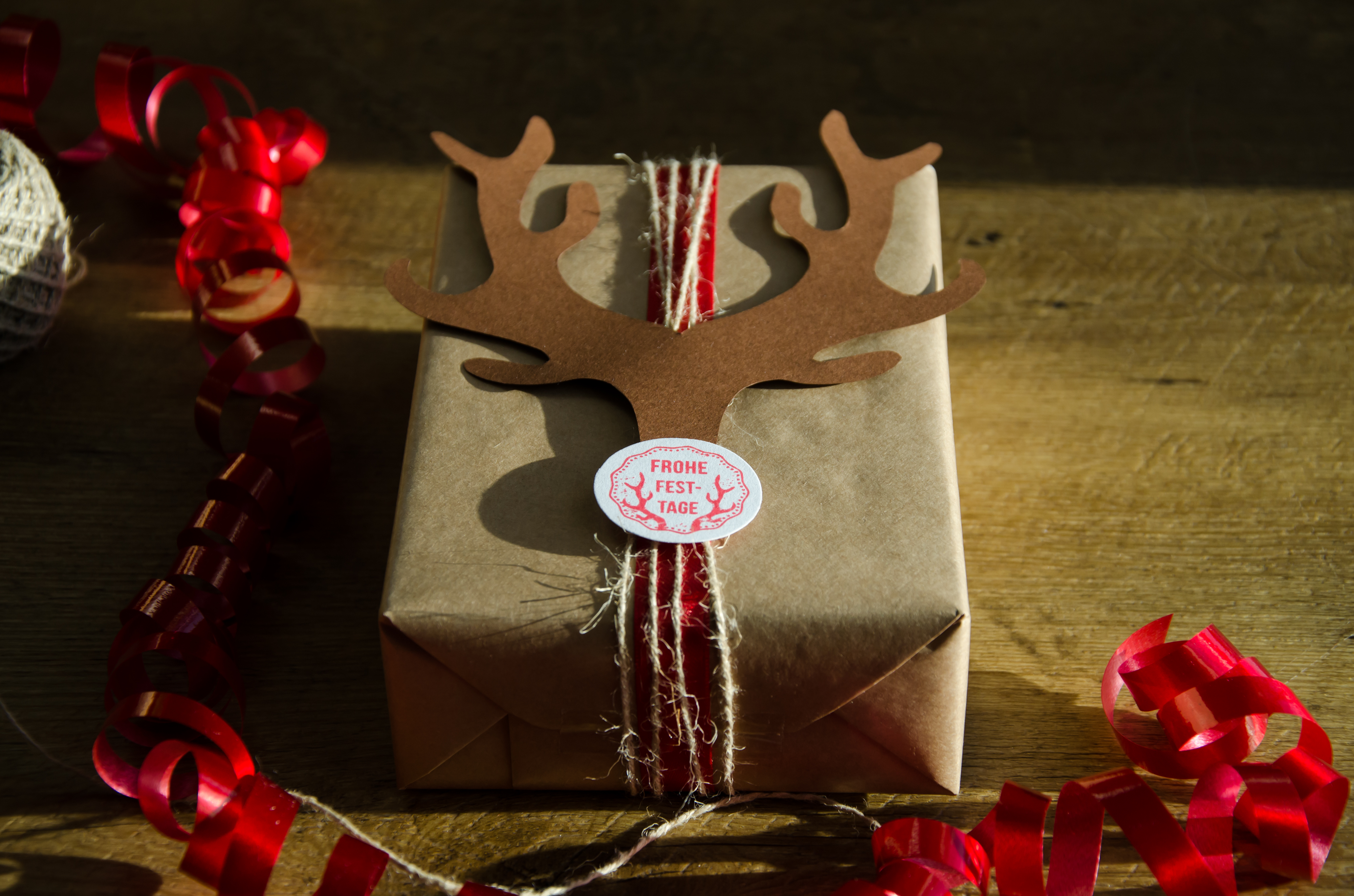 create your own unique gift wrap - Woodies Christmas Decorations